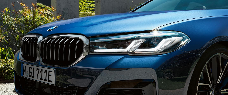 bmw-5-series-sedan-highlights-design-mosaic-gallery-desktop-02.jpg