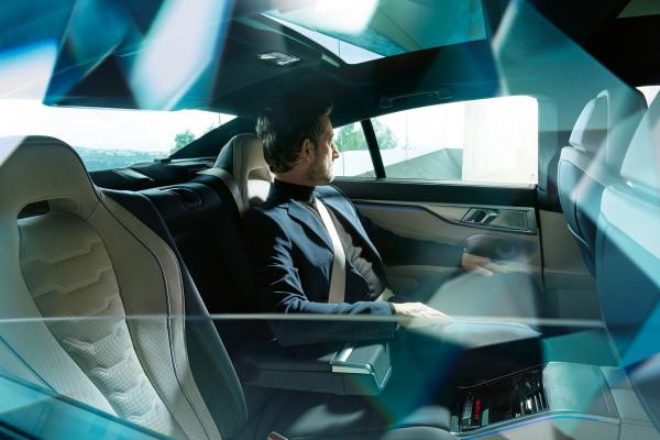 bmw-8series-gran-coupe-inspire-highlight-04-desktop-tablet.jpg