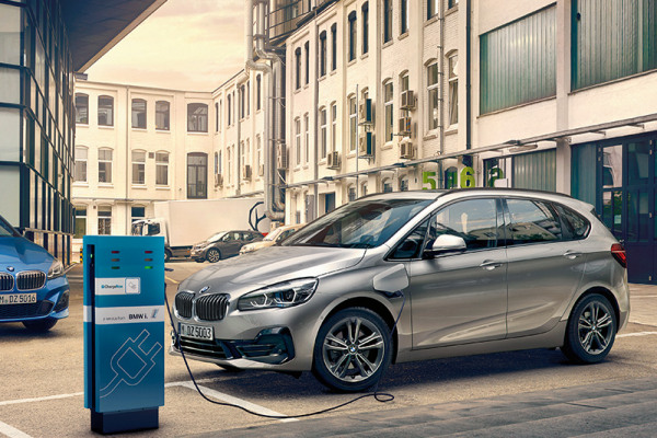 bmw-2-series-active-tourer-models-equipment-sd-plugin-hybrid.jpg
