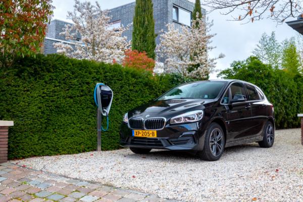 BMW-edrive-editions-header-desktop.jpg.asset.1558439382408.jpg