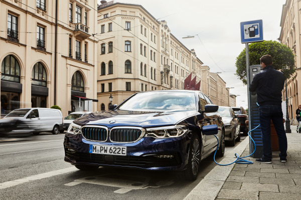 P90359979_highRes_the-new-bmw-530e-sed.jpg