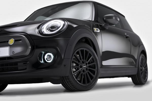 MINI Cooper SE - Black Edition 7.jpg