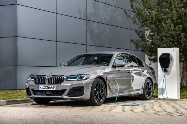 P90395490_highRes_the-new-bmw-545e-xdr.jpg