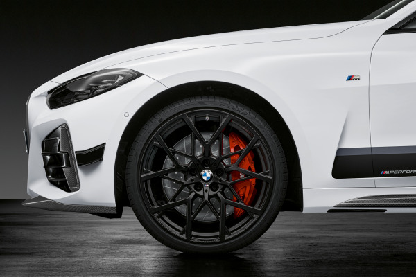 P90390680_highRes_the-all-new-bmw-4-se.jpg