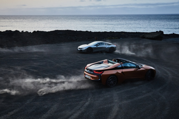 P90285402_highRes_the-new-bmw-i8-roads.jpg