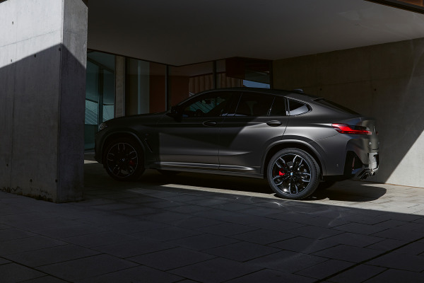 bmw-x4-m-automobiles-onepager-gallery-x4-m40i-m40d-wallpaper-02.jpg