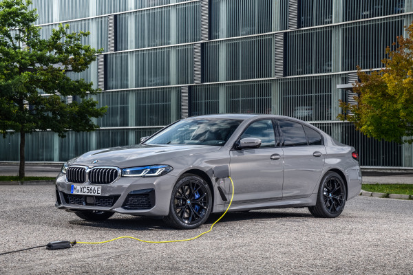 P90395491_highRes_the-new-bmw-545e-xdr.jpg