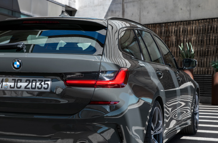 P90352590_highRes_the-new-bmw-3-series.jpg