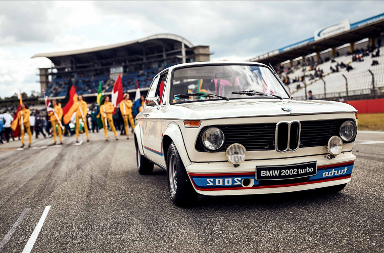 _content_dam_bmw_marketBMWSPORTS_bmw-motorsport_com_assets_fascination_wallpaper_2019_bmw-dtm-2002-turbo-hockenheim-wallpaper