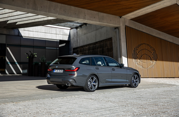 P90352579_highRes_the-new-bmw-3-series.jpg