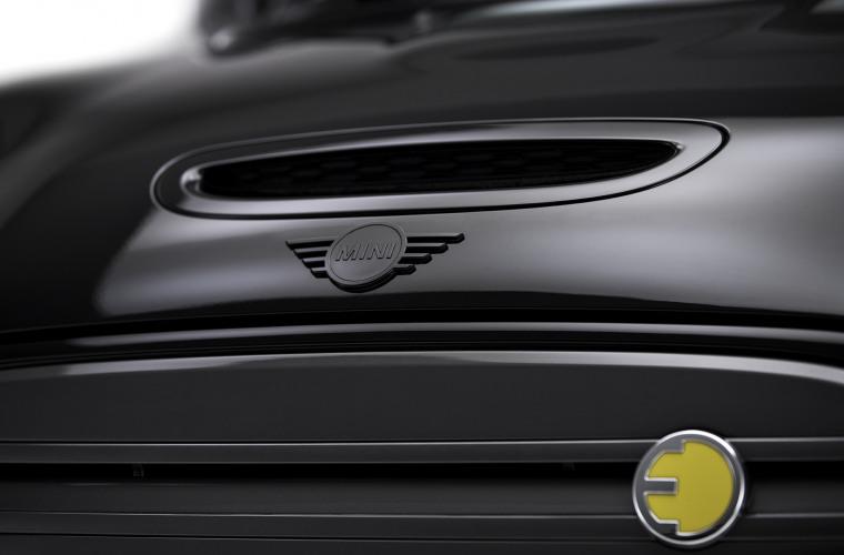 MINI Cooper SE - Black Edition 4.jpg
